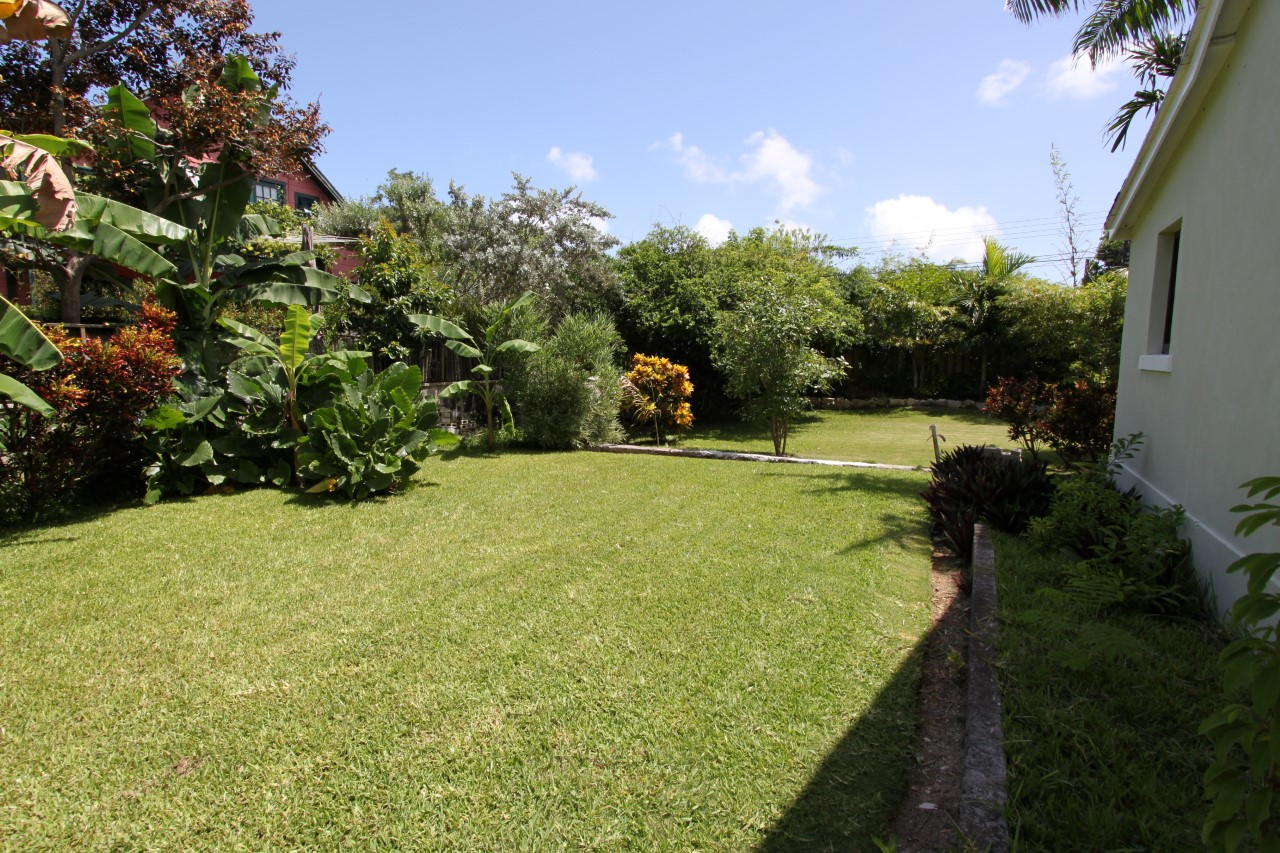Centrally Located 2/2 Home with Huge Garden
